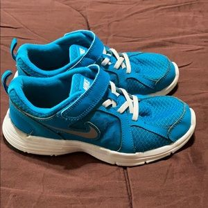 Girls Nike Sneakers. GUC!